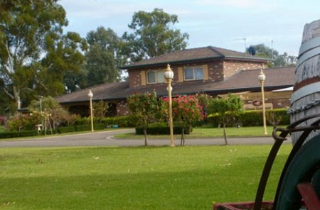 Carriage House Motor Inn - Accommodation Melbourne