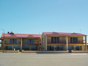 Tumby Bay Hotel Seafront Apartments - Accommodation Melbourne