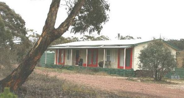 Christmas Tree Cottage - Accommodation Melbourne
