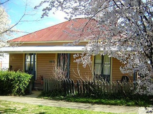Cooma Cottage - Accommodation - Accommodation Melbourne