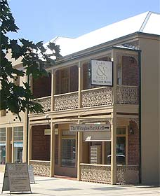 Cobb  Co Court Boutique Hotel - Accommodation Melbourne