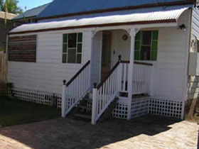 A Pine Cottage - Accommodation Melbourne