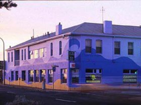 Beach Hotel - Accommodation Melbourne