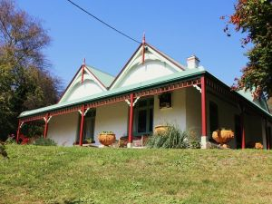 Ravenscroft and The Cottage - Accommodation Melbourne