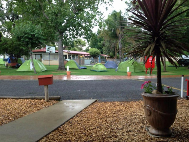 Young Caravan Tourist Park - Accommodation Melbourne