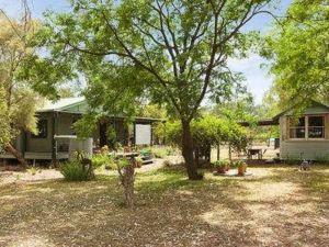 Red Tractor Retreat - Accommodation Melbourne