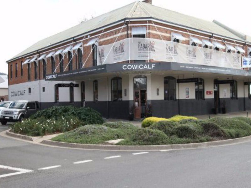 Cow and Calf Hotel - Accommodation Melbourne