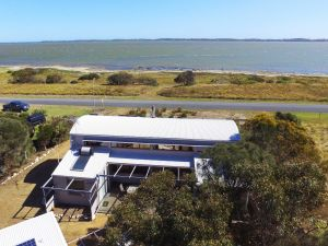 Coorong Aurora - Breathtaking Waterfront Escape - Accommodation Melbourne