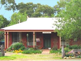 Stacey Studio Gallery  Almond Grove BB - Accommodation Melbourne