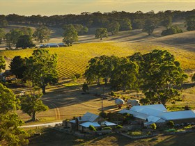Hutton Vale and Farm Follies - Accommodation Melbourne