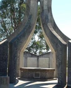 Inverell and District Bicentennial Memorial - Accommodation Melbourne