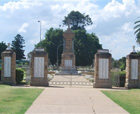 Warwick War Memorial and Gates - Accommodation Melbourne