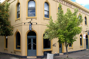 The College Lawn Hotel - Accommodation Melbourne