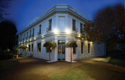 O'Connells Centenary Hotel - Accommodation Melbourne
