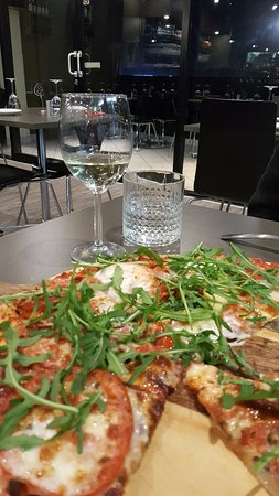 May's Pizzeria - Accommodation Melbourne