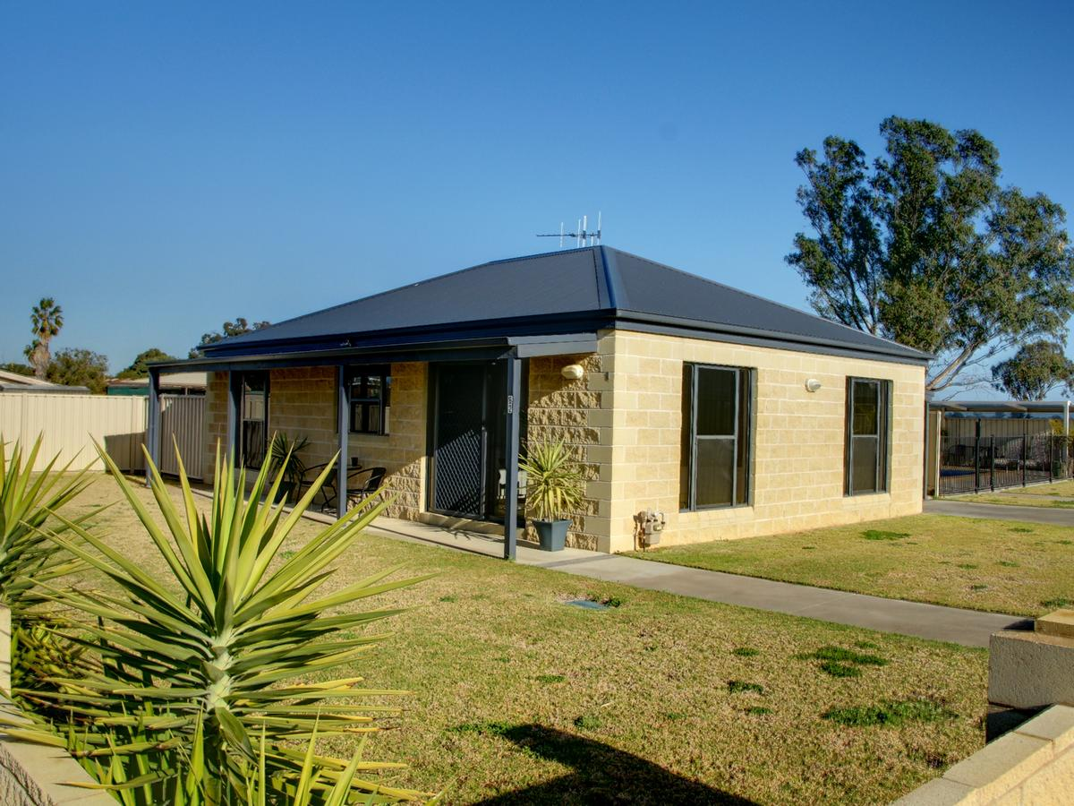 DBJ Holiday Units - Accommodation Melbourne