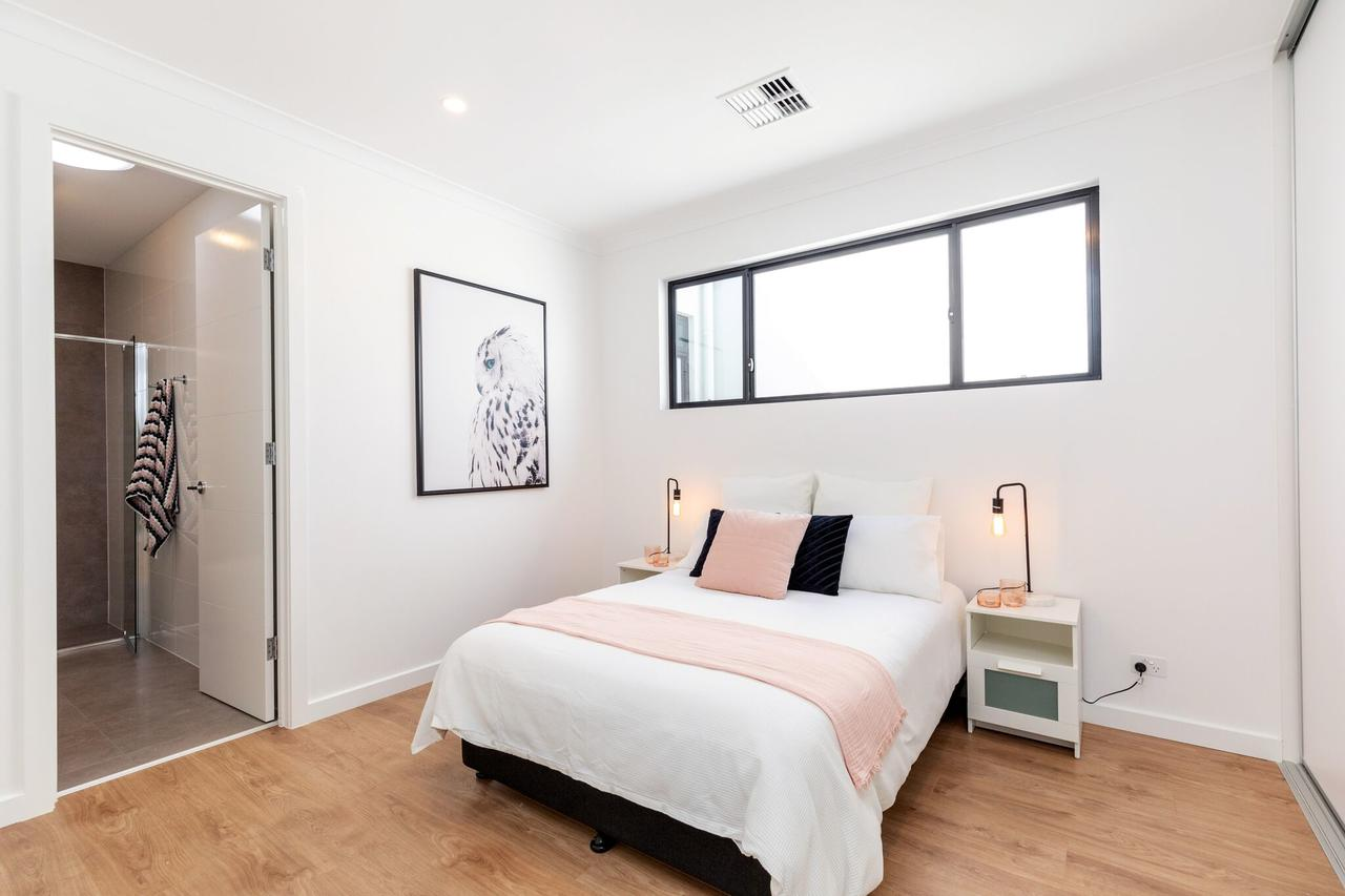 Brand new affordable luxury 3 bedroom 3 bathrooms house close to Adelaide city Chinatown beach Adelaide Airport - Accommodation Melbourne