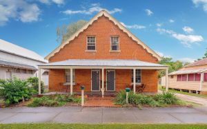 Eliza 1875 Red Brick Duplex Townhouse - Accommodation Melbourne