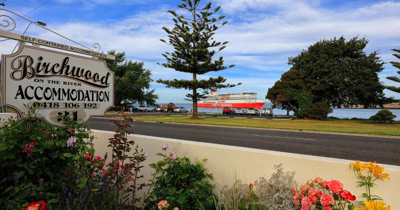 Birchwood Devonport self-contained self catering accommodation - Accommodation Melbourne
