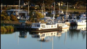 Swamp Fox luxury 2BR Dutch Barge - Accommodation Melbourne