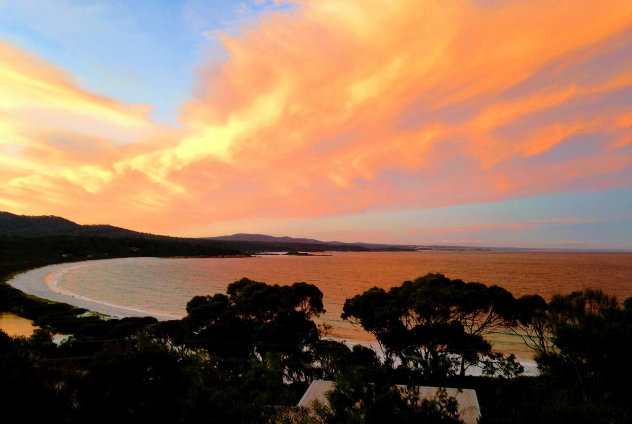DOLPHIN LOOKOUT COTTAGE - amazing views of the Bay of Fires - Accommodation Melbourne