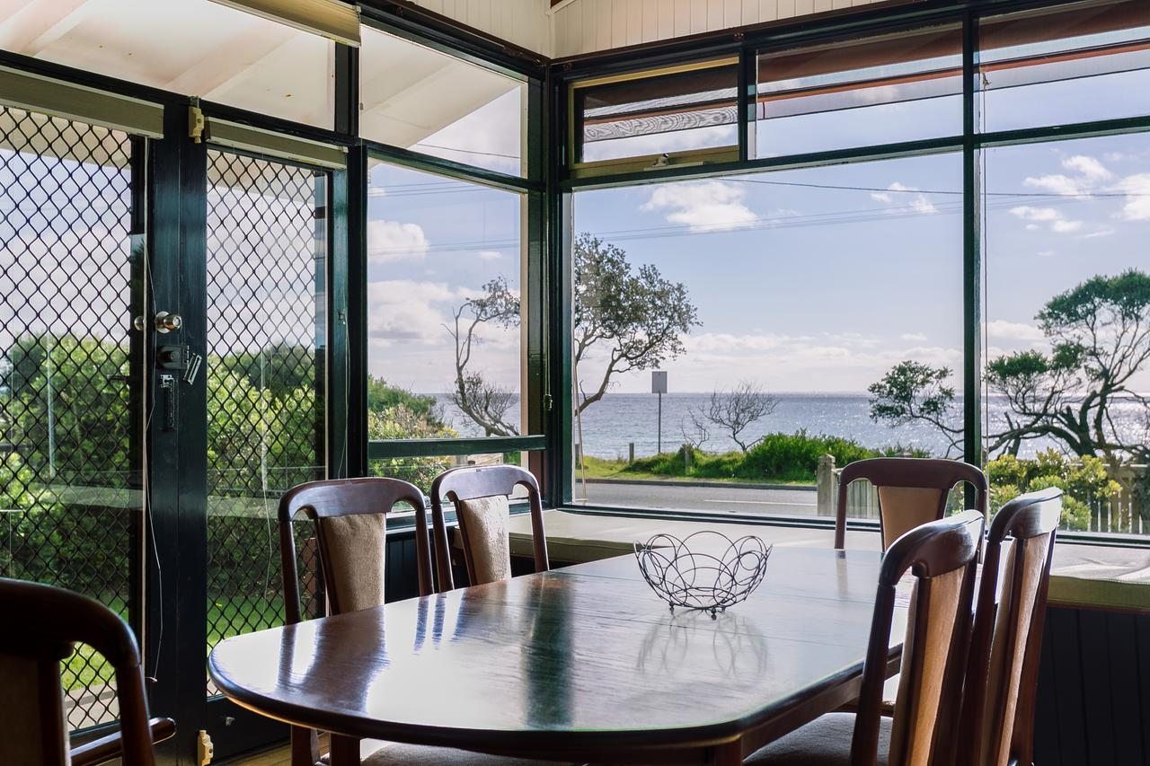Beach Front Beauty - Ocean front views - Accommodation Melbourne