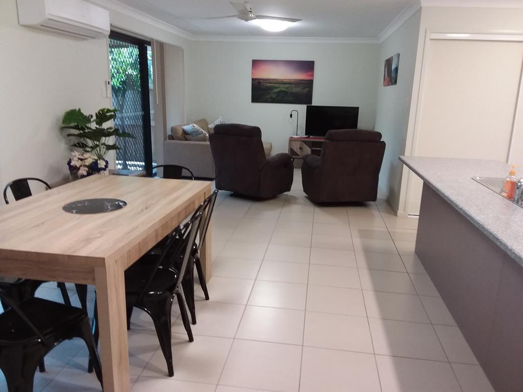 Waratah and Wattle Apartments - Accommodation Melbourne