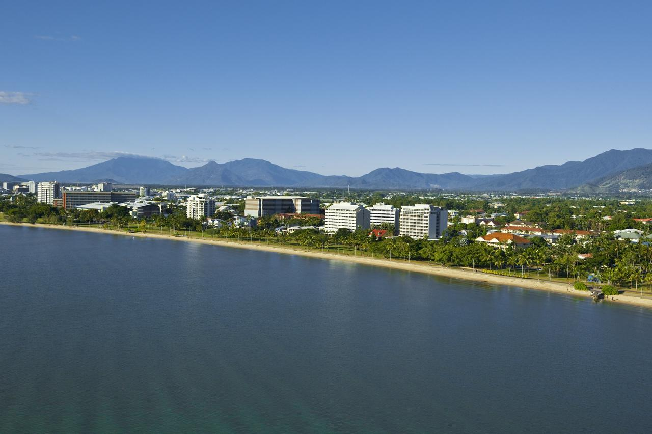Holiday Inn Cairns Harbourside - Accommodation Melbourne