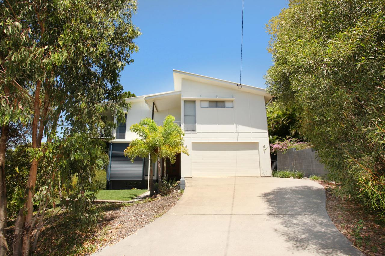224 Centenary Heights Road Coolum Beach 500 Dollar Bond Linen Included - Accommodation Melbourne