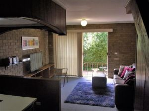 A Furnished Townhouse in Goulburn - Accommodation Melbourne
